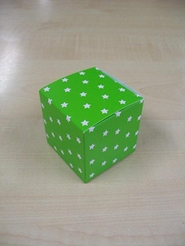 Karton Kubus Groen met Witte Sterren