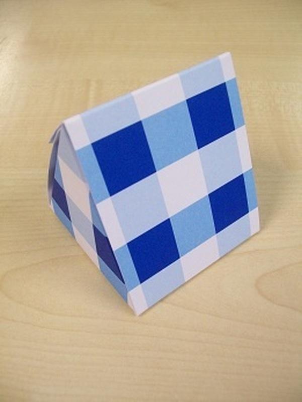 Karton Driehoek Blauw Ruitpatroon