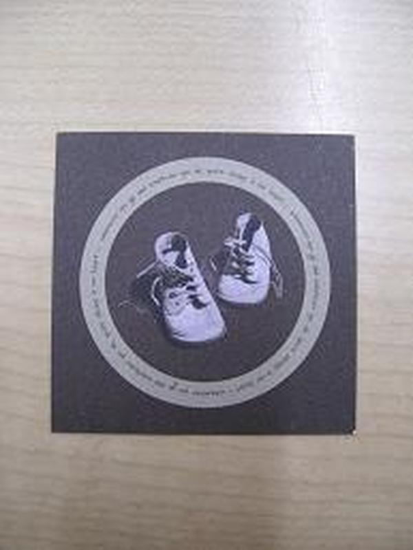 Naamkaartje Schoentjes bruin + Beige ring